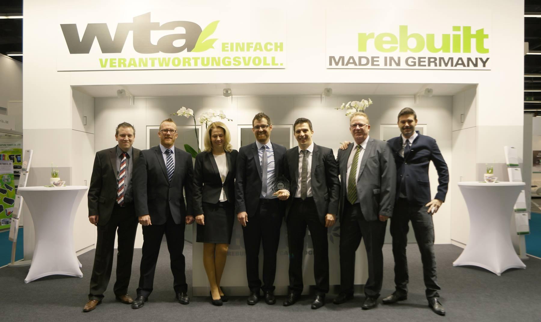 Team der wta Carsten Weser GmbH Suhl mit Messestand auf der Remanexpo@Paperworld